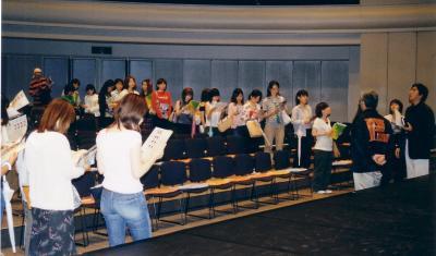 2003年公演舞台裏見学の様子