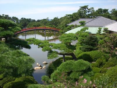 「中津万象園」 八景池にかかる邀月橋