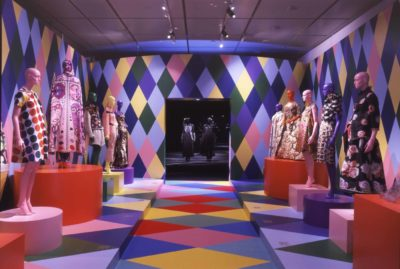 「COLORSファッションと色彩: VIKTOR&ROLF&KCI」展 (C)京都服飾文化研究財団 撮影/畠山直哉